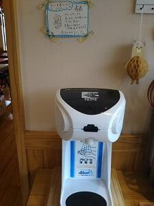 アルコール消毒の機械の写真