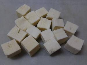 高野豆腐を戻して小さくカットした写真