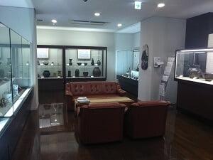 三宅美術館の1階の雰囲気の写真