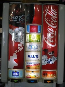 ONEDAYのドリンクバーのジュースの機械の写真