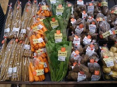 物産館の新鮮な野菜の写真