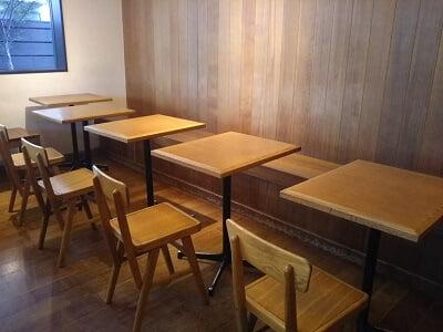 ダンケン谷山店のイートインスペースの写真