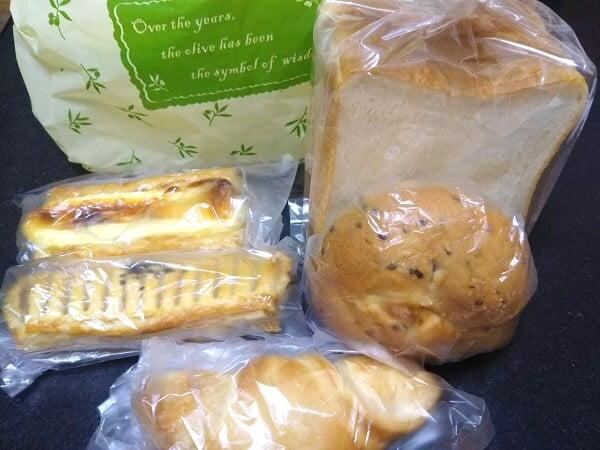 ミルキーウェイで買ったパンの写真