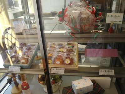ミルフィユの進物用の箱入り菓子の写真