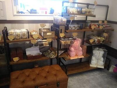 クーラクールの左の焼き菓子コーナーの写真