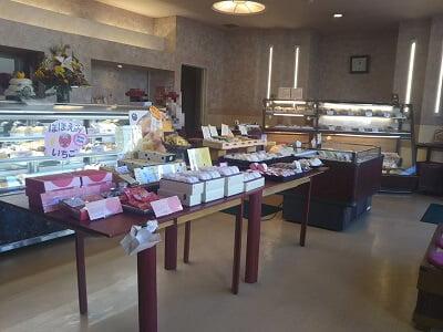 新富大生堂の左からの店内の雰囲気の写真