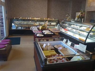新富大生堂の右からの店内の雰囲気の写真